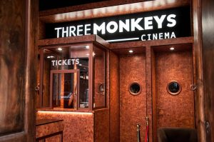 Three Monkeys Cinema Коктейль-бар